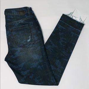 ❌Sold❌JAG Jeans- Camo pattern on blue denim